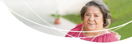 En äldre kvinna som använder en produkt i sortimentet TENA Bariatrisk