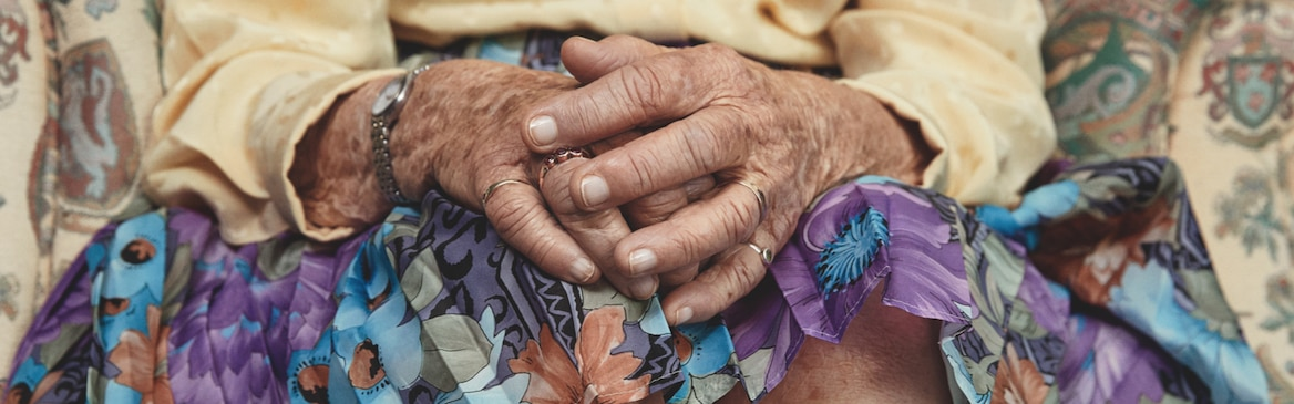 1600x500_TPW_lifestyle_old_woman_with_hands_la.jpg