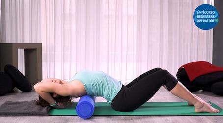 Allungamento dorsale estensione in piedi