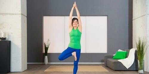 Yoga Pilates Übung - Der Baum zum Beckenboden anspannen