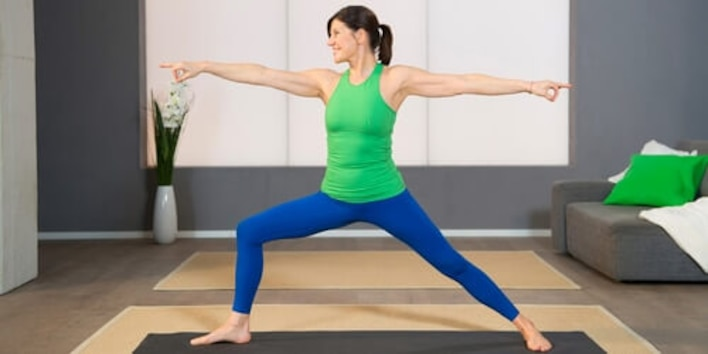Yoga Pilates Übung - Die Heldin