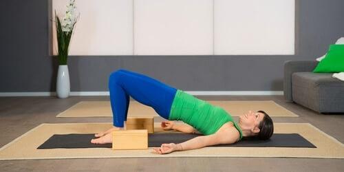 Yoga Pilates Übung - Entlastender Schulterstand