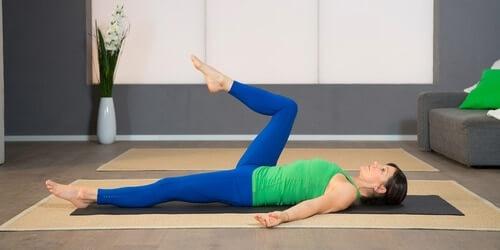 Yoga Pilates Übung - Hüftgelenke tanzen lassen