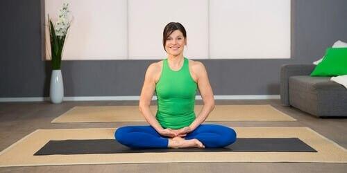 Yoga Pilates Übung - Schwingender Atem