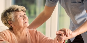 1000x500_AD_3_3_Younger_woman_helping_older_woman.jpg