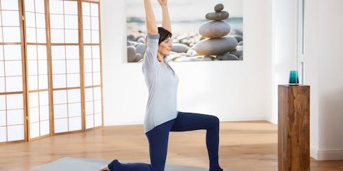 Yoga Pilates Übung - Die kniende Heldin