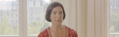 Une femme qui témoigne de son expérience liée à l'incontinence