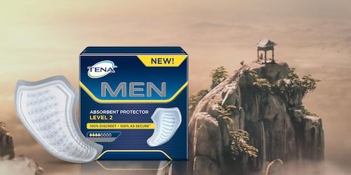 Miehille tarkoitettujen suojien pakkaus vuoren edessä.