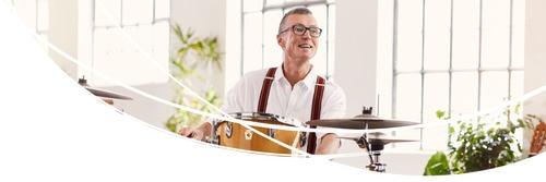 Man met drumstel