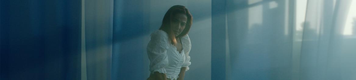 صورة لإمرأة ترقص بثقة