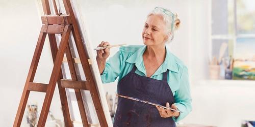 Kvinne som maler